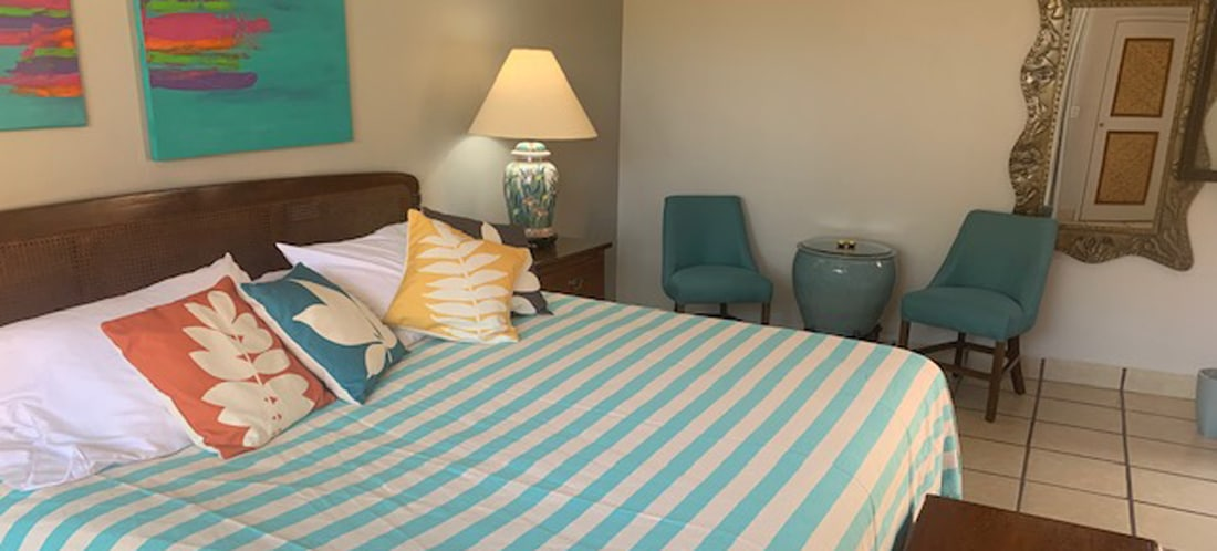 King bed of Room 1 El Sol